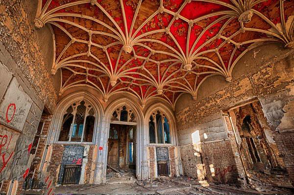Chateau-Miranda-inside.jpg